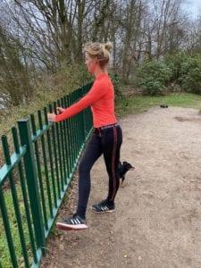 Abductie benen. Trainingsschema 2. Workout voor thuis of buiten