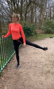 Abductie benen. Workout. Trainingsschema voor thuis en buiten.
