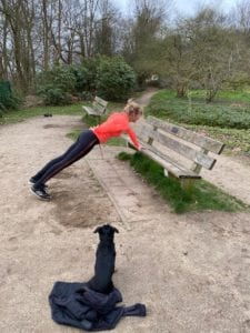 Core stability oefening. Trainingsschema 2. Workout thuis of buiten