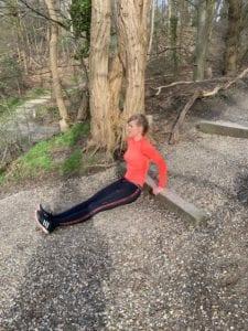 Dippen. Workout. Trainingsschema voor thuis en buiten