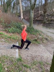 Lunges. Workout. Trainingsschema voor thuis en buiten.