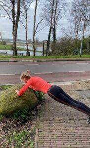 Push up. Workout. Trainingsschema voor thuis en buiten.